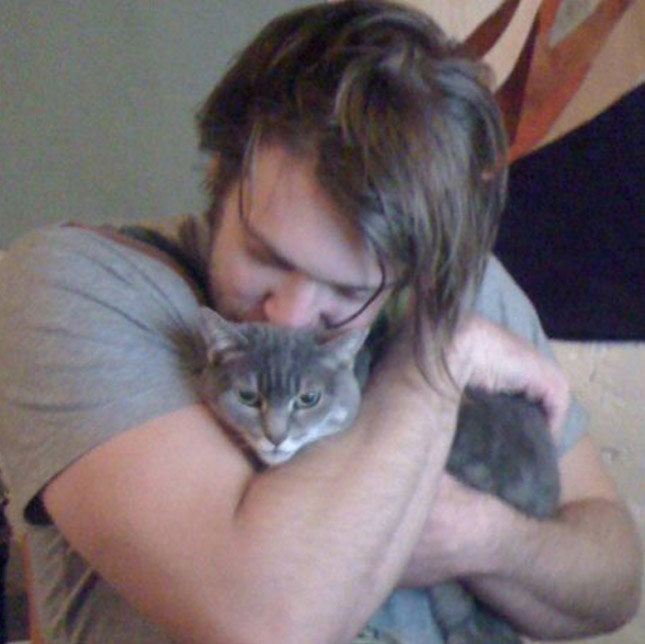 Colby Keller likes to bathe with his cat