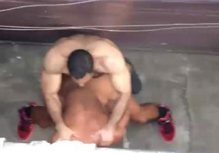 amateur-muscle-hunks-get-spied-on-fucking-in-an-alleyway