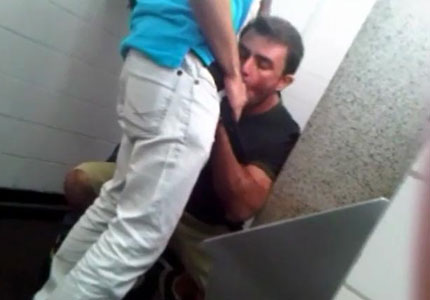 dick-suck-in-public-toilet