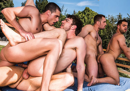 double-penetration-five-man-orgy