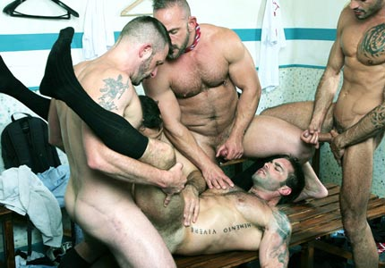 five-muscular-burly-men-get-down-dirty-in-a-sizzling-orgy