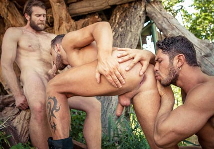 logan-moore-spit-roasted-by-dato-foland-colby-keller-in-the-woods