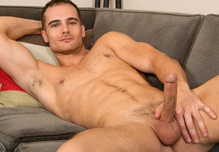 straight-guys-first-time-on-camera-shows-body-wanks